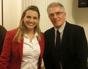 A fonoaudióloga Viviane Marques e o vereador de Petrópolis, Silmar Fortes