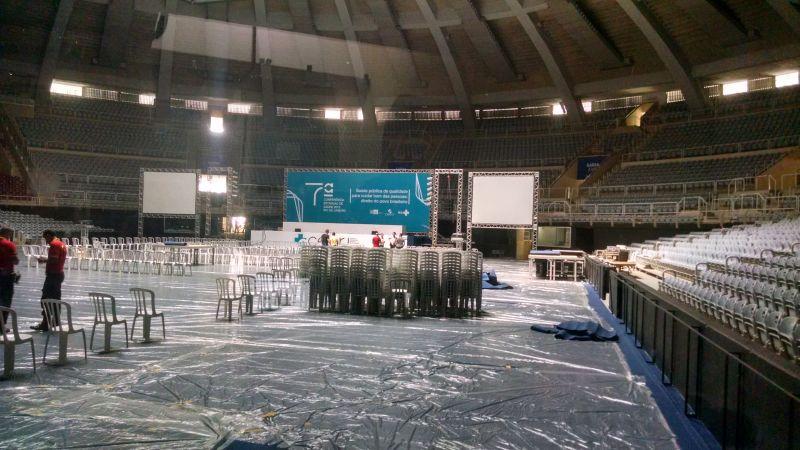 Cenário do local da 7ª Conferência no início da tarde anterior à abertura do encontro
