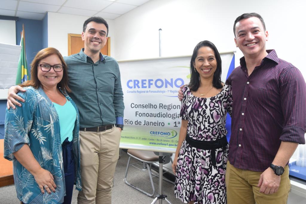A presidente do CREFONO1, Esther Araújo (CRFa 1-8177) e a diretora Viviane Fontes (CRFa 1-8839) acompanharam de perto a live com Anderson Rocha e Víctor Veríssimo